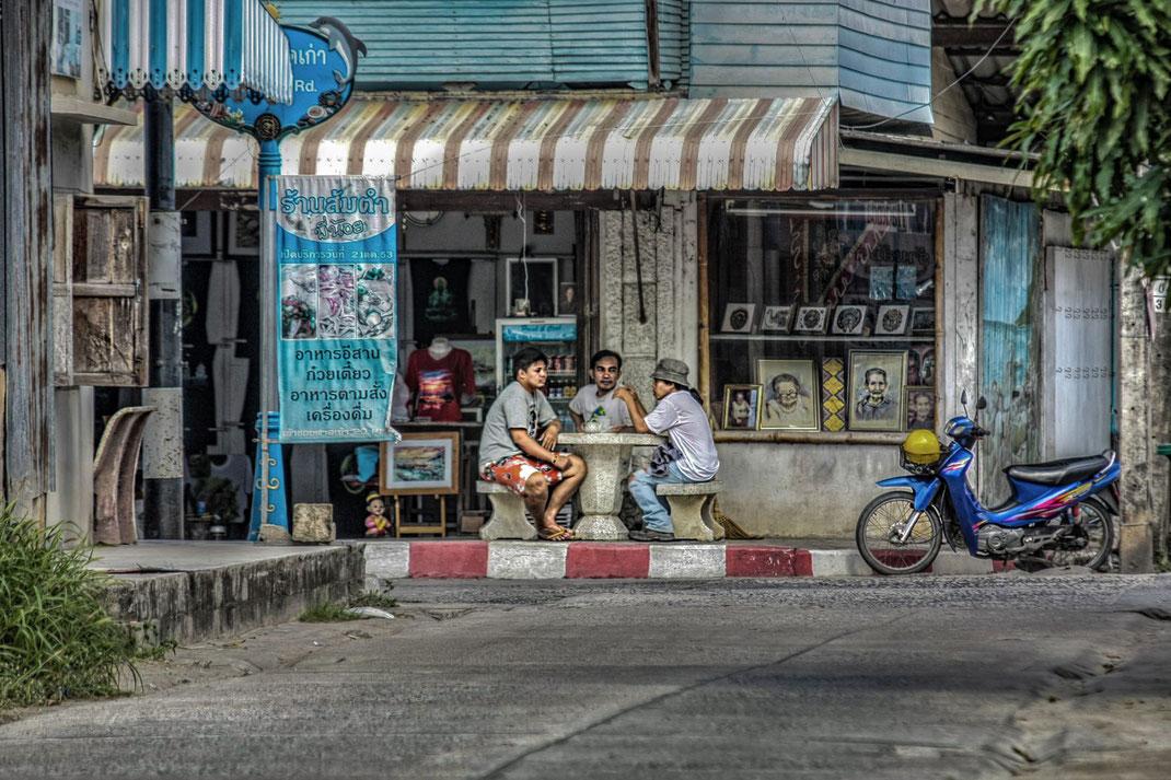 maenner-im-gespraech-thailand