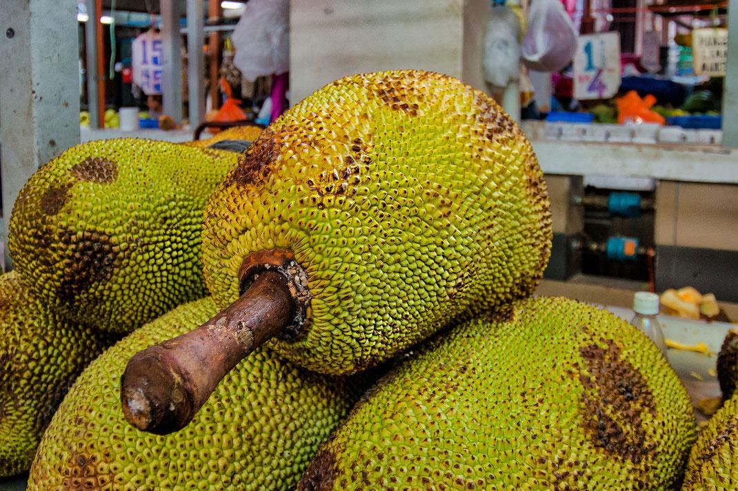 Durian-Stinkfrucht auf dem Markt in Malaysia-Lizensreie Bilder © Jutta M. Jenning