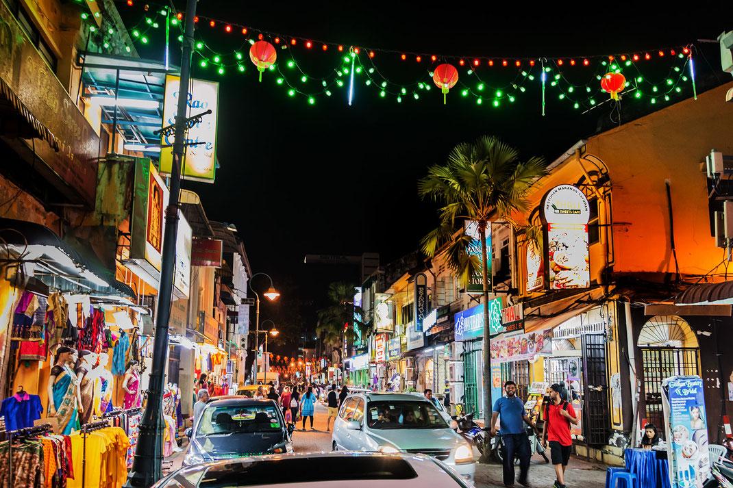 abend-im-beleuchteten-little-india-pulau-penang-malaysia
