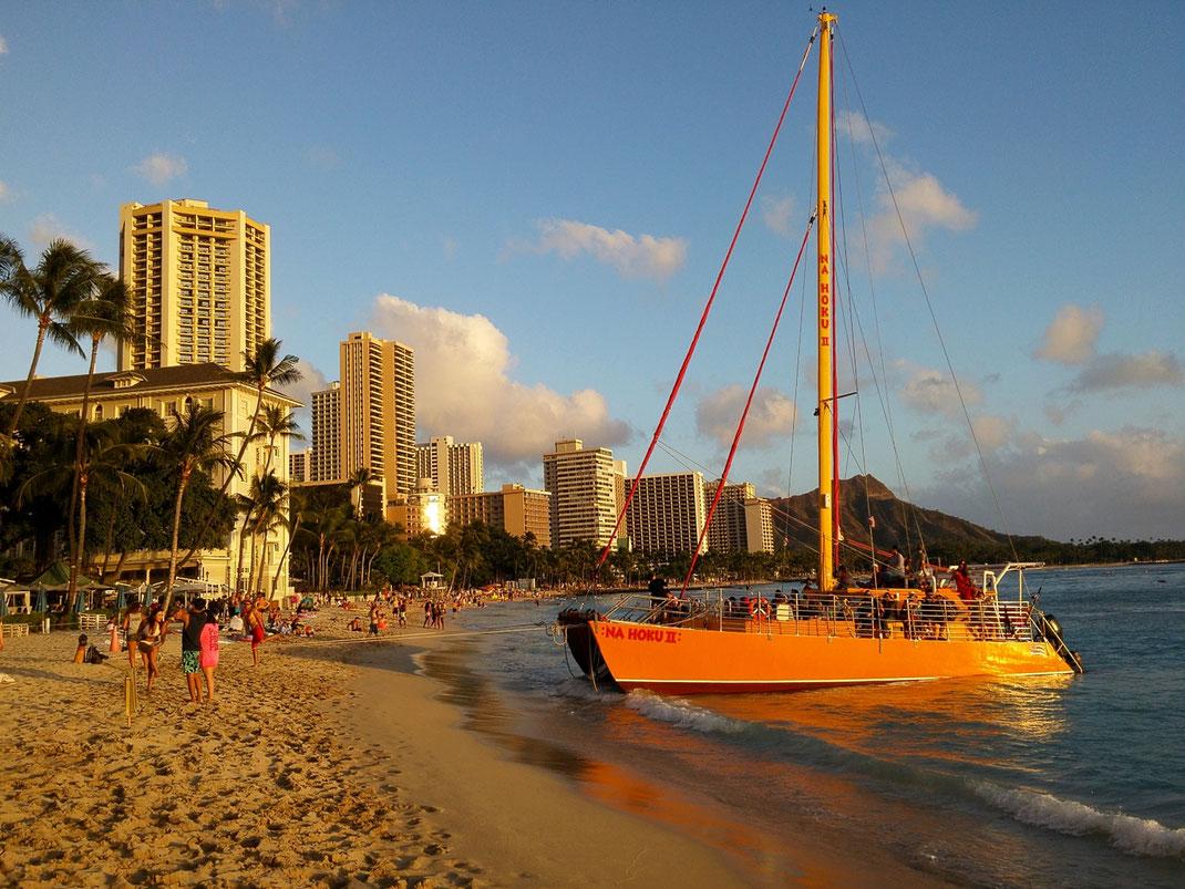 Waikiki ist ein Stadtteil von Honolulu, Waikīkī-Beach ist einer der berühmtesten Strände der Welt.