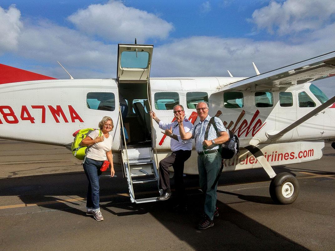 Wo gibt es das denn noch? Unser Pilot der Mokulele Airlines begrüßt uns mit Handschlag.