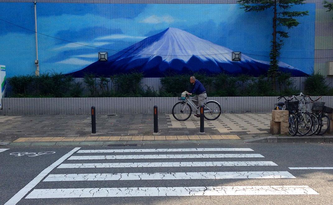 Une rue de Kobe - Mont Fuji peint