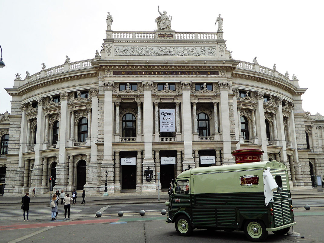 Das Wiener Burgtheater, ein Klassiker. Von hier aus lohnt sich ein Rundgang durch die Josefstadt.