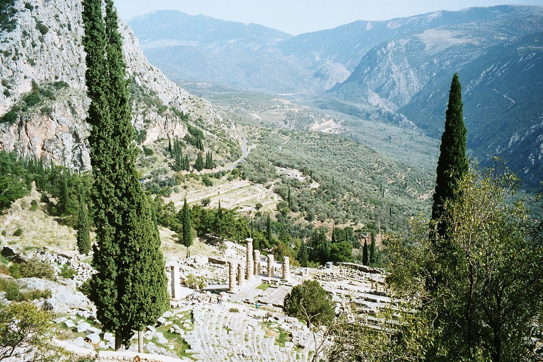 """Das Apollon-Heiligtum in Delphi, einst """"Nabel der Welt"""""""