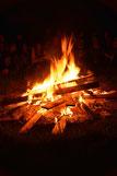 Beim Lagerfeuer klingt der Seminarabend aus