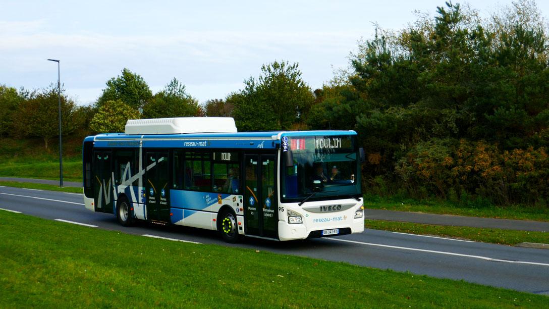 Mercedes Citaro 2 N du réseau Malo Agglo Transports (MAT) de Saint-Malo Agglomération, pelliculé dans la nouvelle livrée du réseau, entrant sur l'esplanade de la Gare pendant la cérémonie d'inauguration.