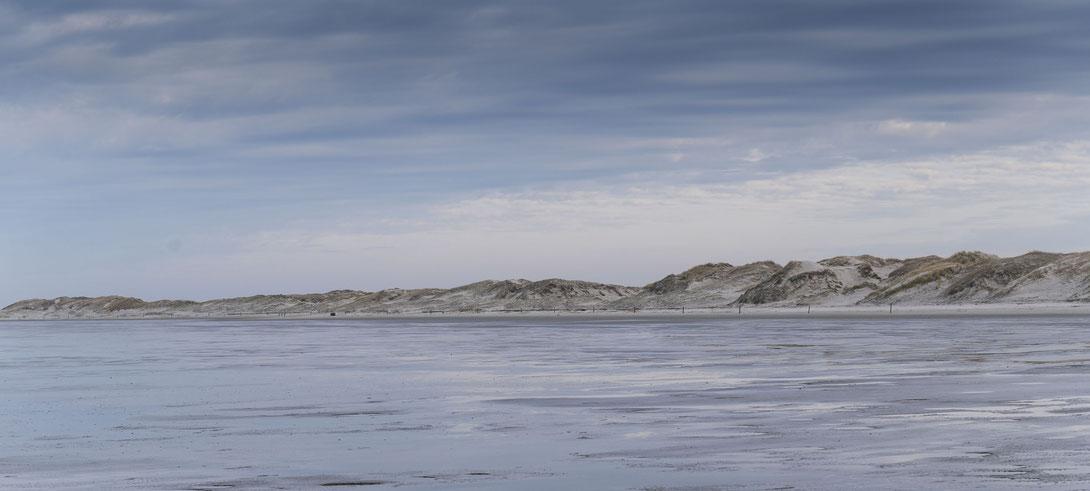 Fotografiert mit Nikon Z6 und Nikkor Z 24-70mm f/2.8.S ... Dünen und Meer von Sankt Peter Ording