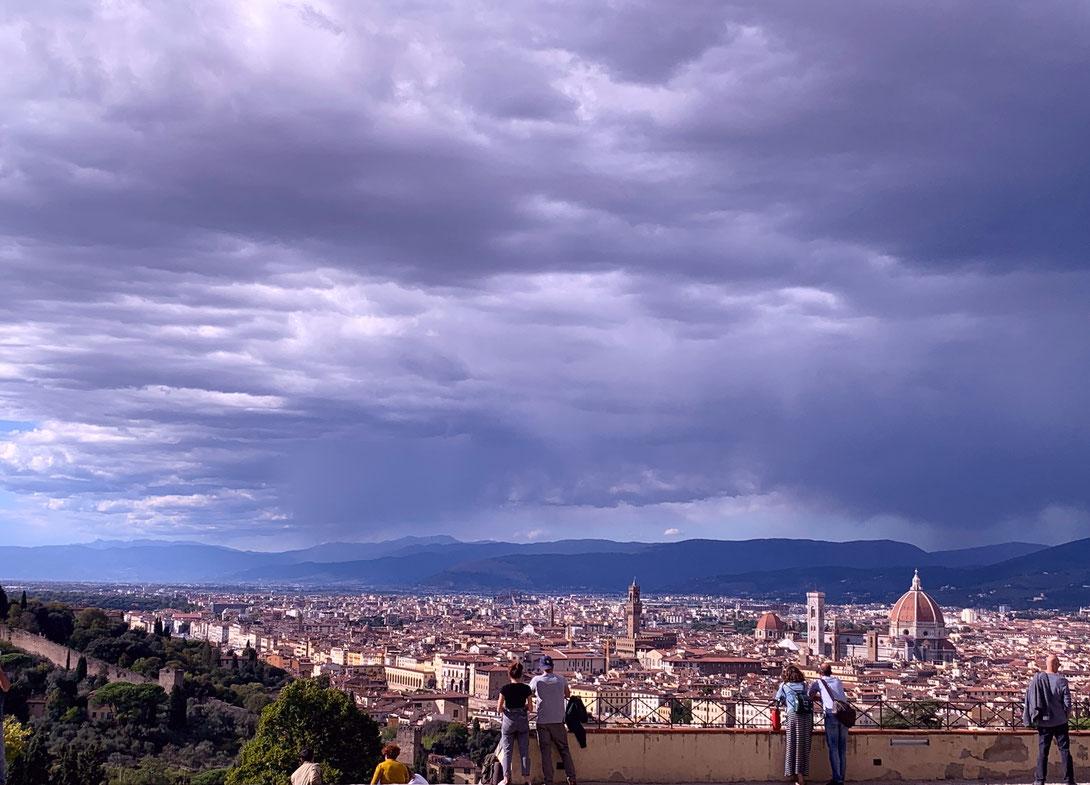 Der schönste Blick auf Florenz von der Terrasse San Miniato al Monte