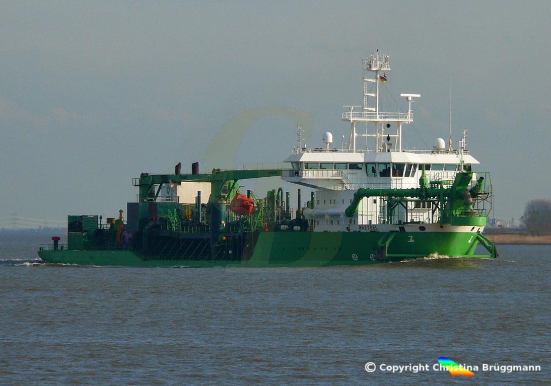 Die beglische DEME ist eines der Unternehmen der Nordsee-Dredging Internatioal. Hier der DEME Hopperbagger BREYDEL auf der Elbe