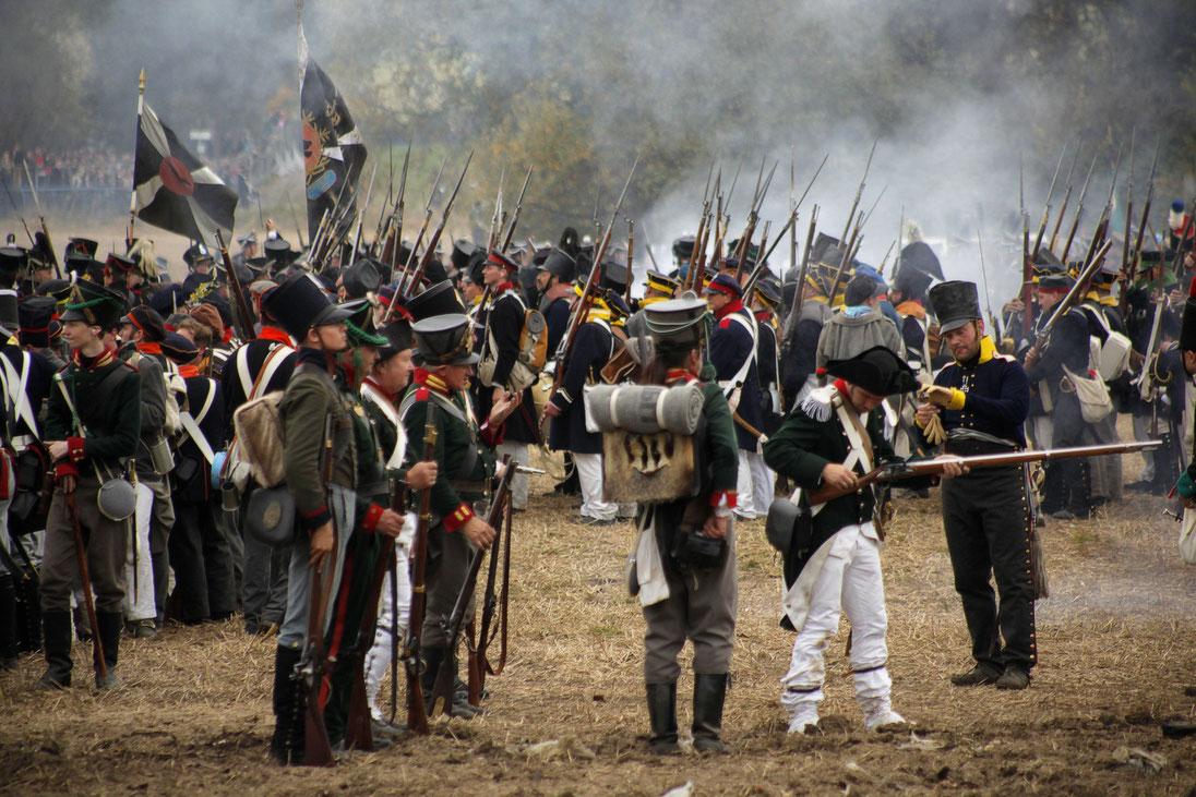 1813 Leipzig 1813 Völkerschalcht Völkerschlacht_1813 Artillerie Kanone Kanonen Feuer Pulver Salve Infanterie Schlesien schlesiche Landwehr Preußjische Infanterie Soldaten Uniform