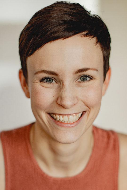 ANNA PRECKELER - Sängerin, Schauspielerin, Musicaldarstellerin