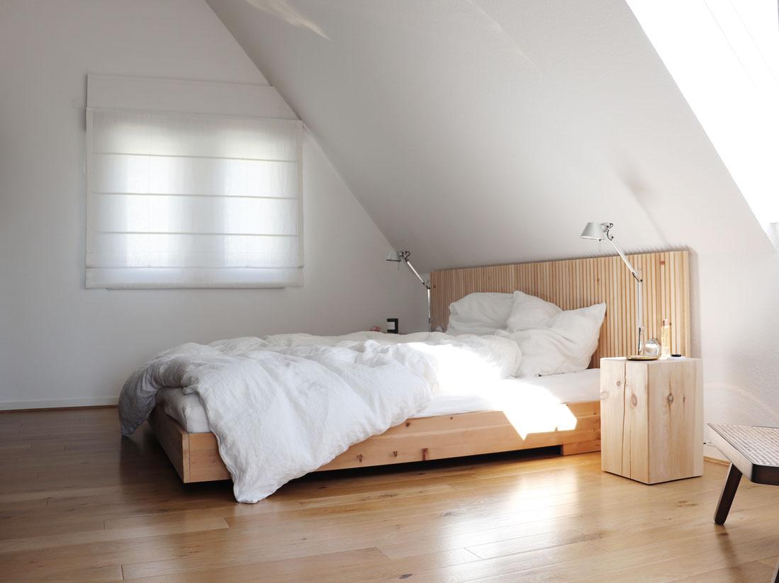 Headboard und Bett aus Zirbenholz