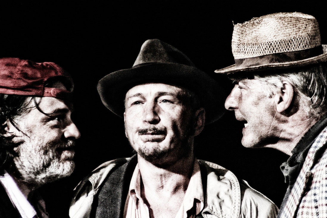 Aufführungsfotos Theaterproduktion am Theater Belacqua Wasserburg am Inn, Schauspieler Uwe Bertram und Berndt Renne.