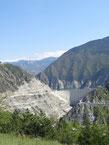 Le barrage, col de beton pour les cuısses