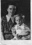 Hilma Schkade (Schwester von Elsa) mit                                                           ihrem Sohn Peter Schkade