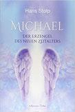 Lichtvoller Engel mit weißem Körper und blau-violetten Flügeln.