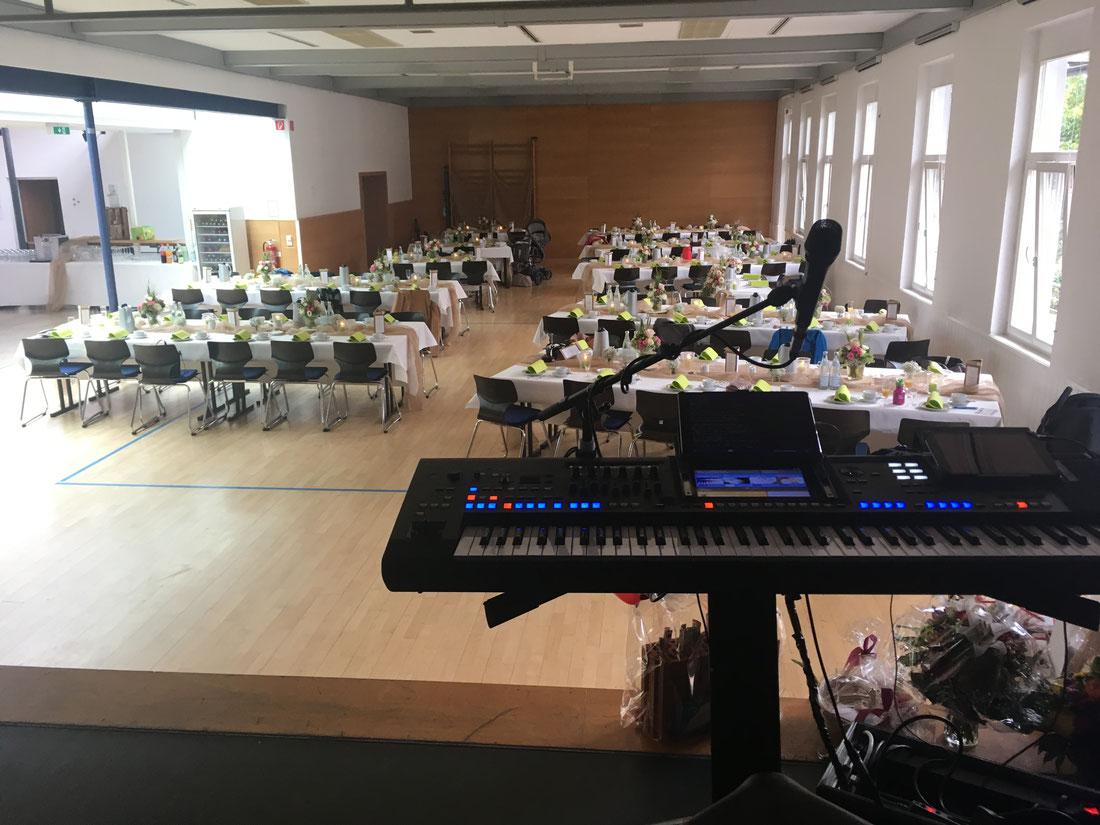 Profi Hochzeitsmusik auf einer traditionellen Trauung und Hochzeit in Offenburg