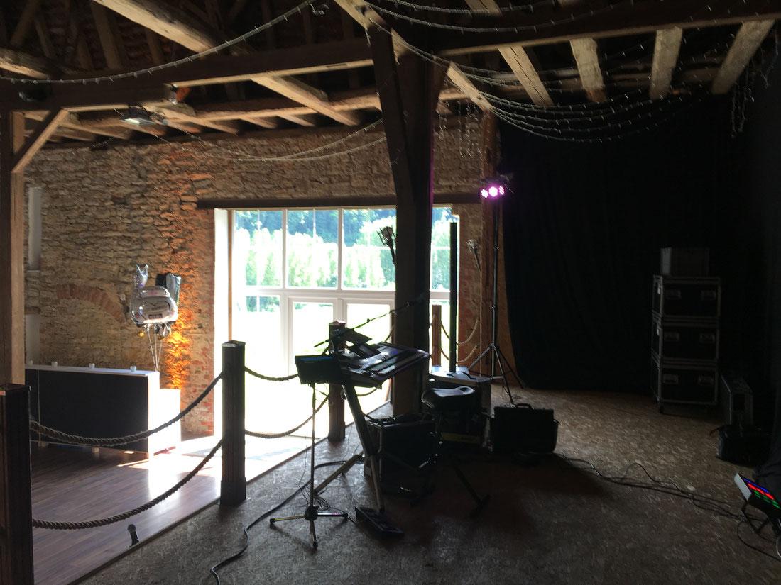 Als DJ und Duo in der Scheune in Schloss Assamstadt