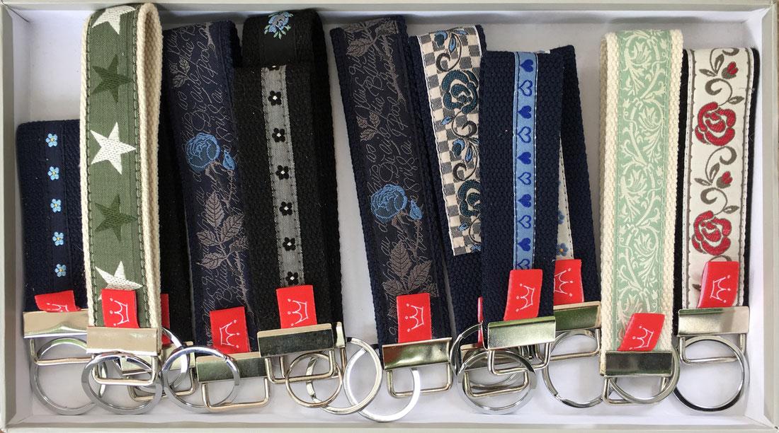Schlüsselanhänger aus Web- und Baumwollgurtband