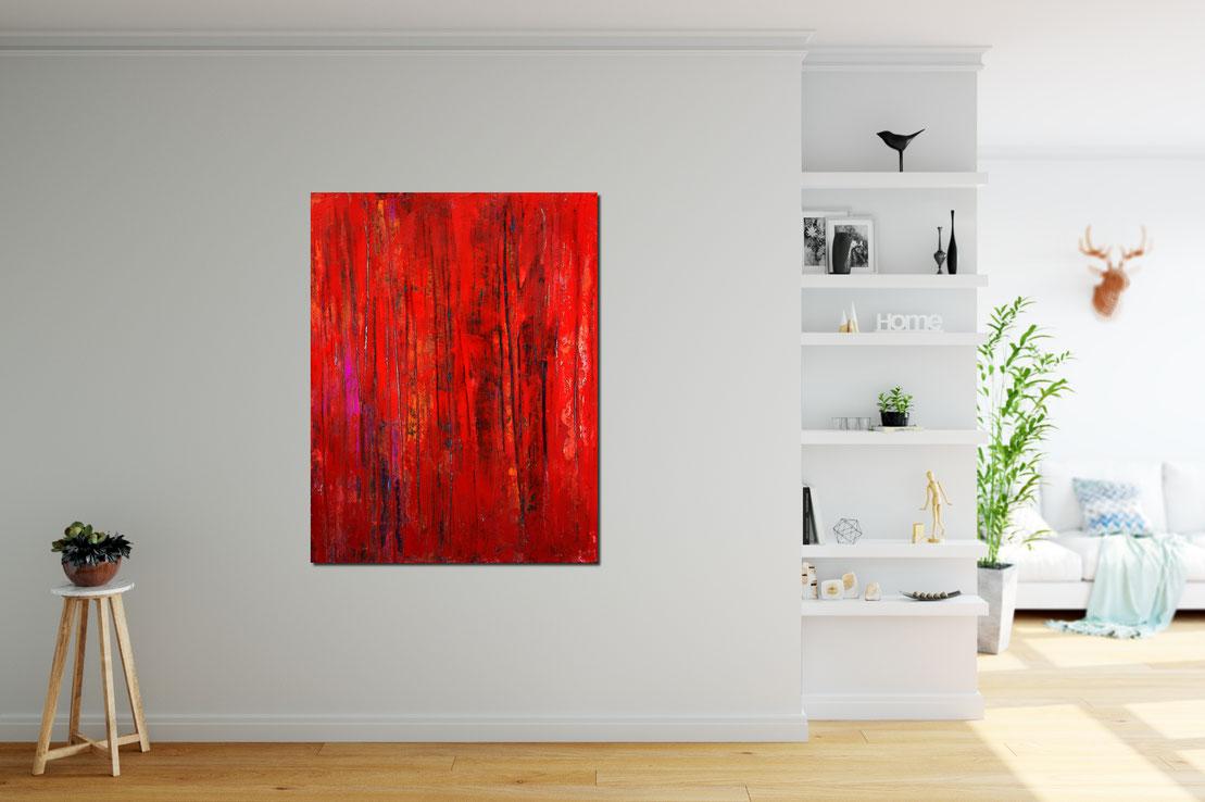 rote abstrakte Bilder im Flur