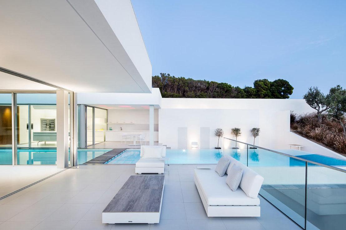 Gartenlounge und Pool