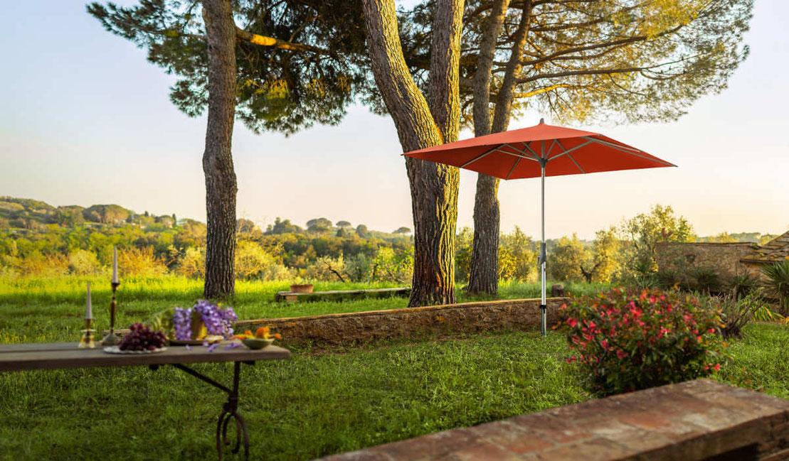 Nachhaltiger Garten mit Sonnenschrim