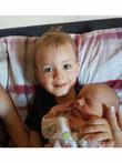 Broertjes en zusjes van de baby krijgen ook veel aandacht.