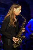 Claudia Idinger mit Saxophon für Live Band in Wien / Niederösterreich Glossy Trotzki