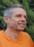 """Ralf Neukirch ist spiritueller Aufsteller und Autor des Buches """"Am Anfang war das Ich ALLein"""". Er ist Urheber der Texte und Autor dieses Wegweisers ins Glück."""