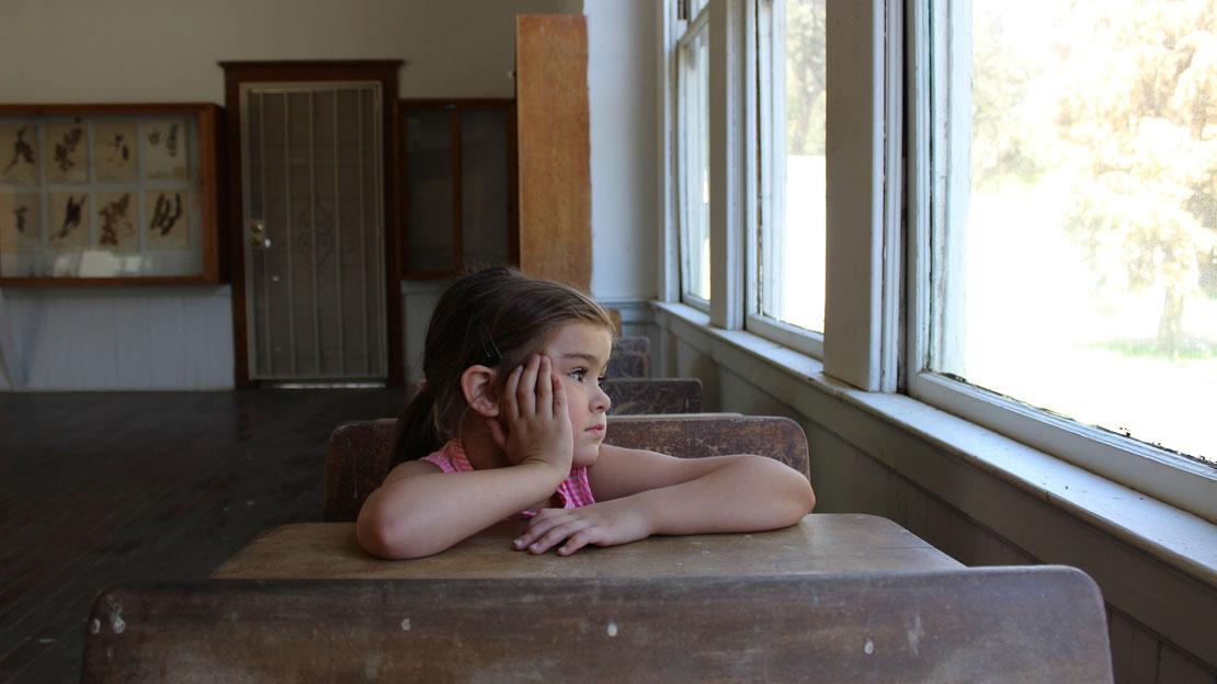 gelangweiltes Mädchen in der Schule