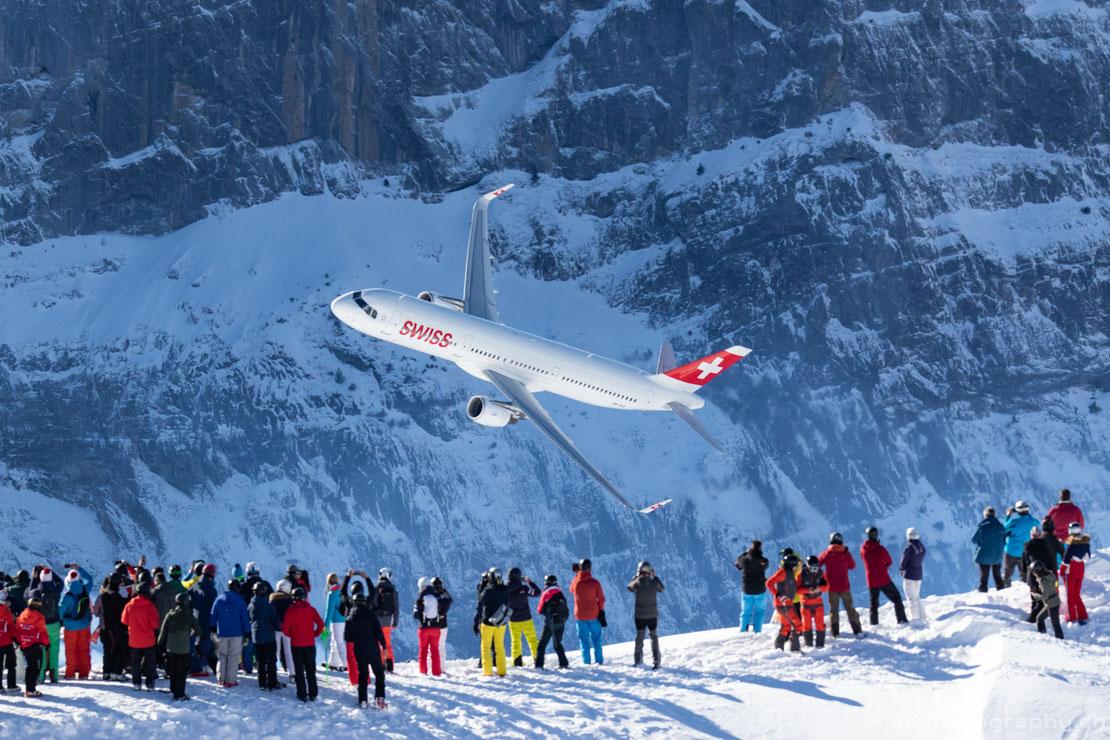 Airbus A321 der Swiss mit der Patrouille Suisse bei der Airshow anlässlich der Lauberhornrennen.