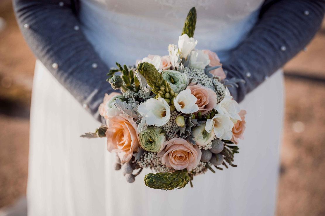 Brautstrauß von Gänseblümchen