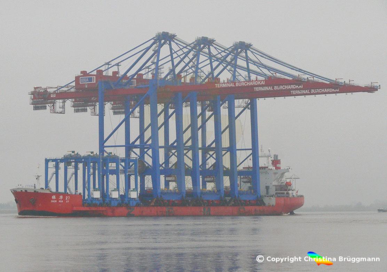 ZPMC Spezialschiff ZHEN HUA 27 mit 3 Containerbrücken für die HHLA