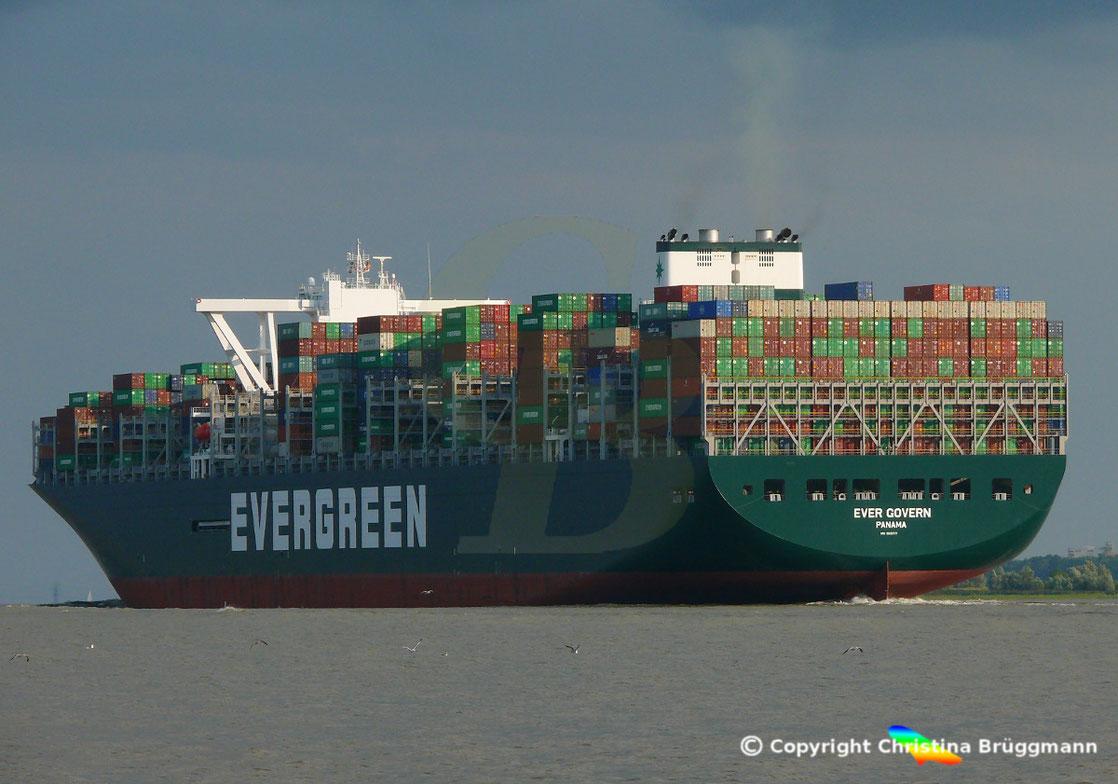 Evergreen Containerschiff EVER GOVERN , Jungfernfahrt nach Hamburg