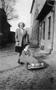 Falk mit seiner Mutter Ruth Schkade geb. Gutewort