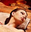 Massage mit Rohseidenhandschuhen | Gharshana