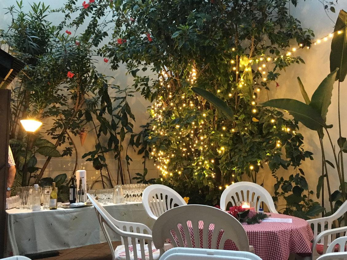 Himmel & Erde: Jeden ersten Samstag im Monat gleichen die Räumlichkeiten der Kirche in jener Nacht einem Restaurant.