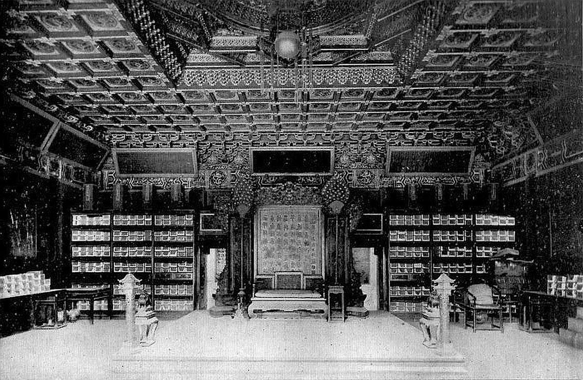 Intérieur du Yang-Sin Tien (Palais de la « nourriture de l'esprit »).