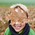 kinderfotos-im-herbst-familienfotos-familienbilder-draussen-duesseldorf-duisburg