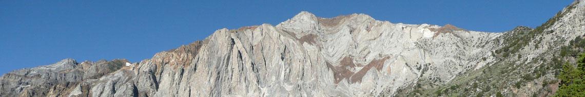 Metamorphe Gesteine in der Sierra Nevada, Mt. Laurel, Mammoth, CA