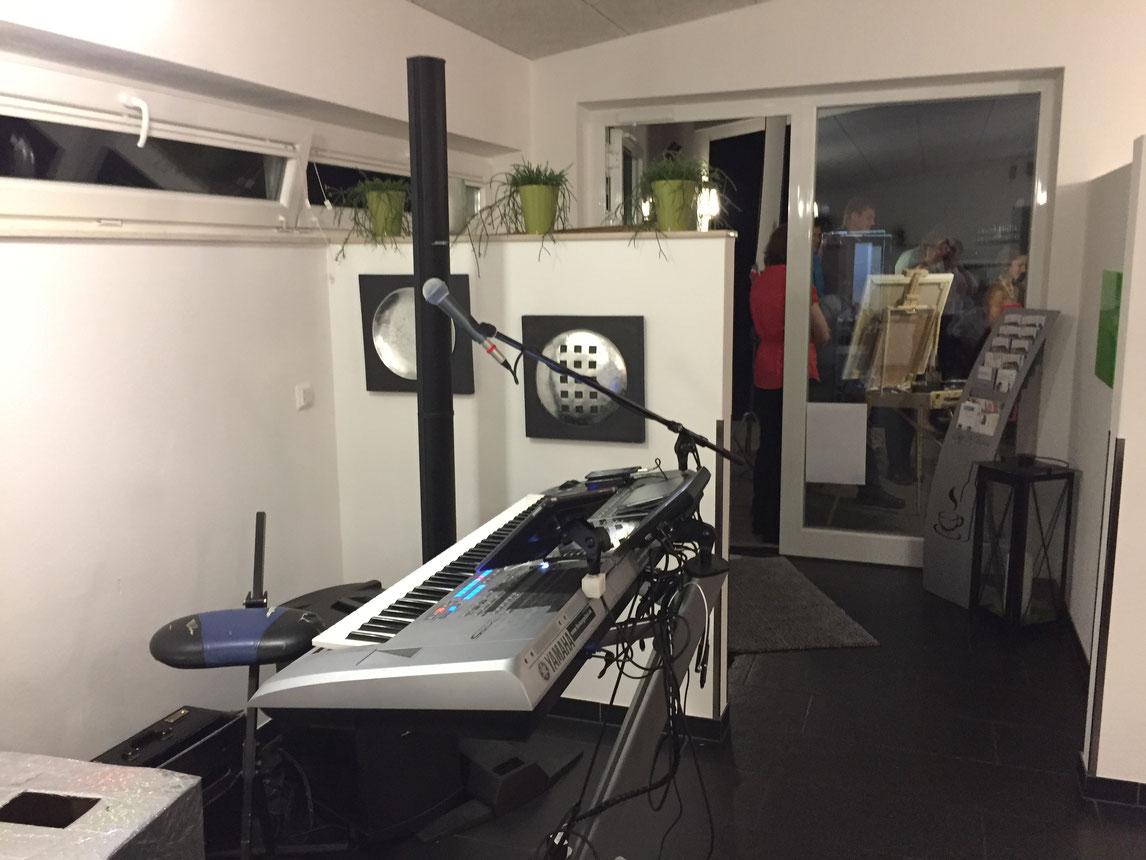auf engen räumlichkeiten als Alleinunterhalter und DJ