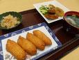 夕食(いなり寿司と鶏つくね)