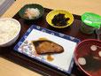 昼食(ブリの照り焼き)