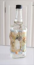 Dekorierte Flasche für Gutschein oder zum Befüllen mit Badeschaum.