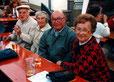 Auf dem Dorffest v.l.: Wilhelm Seifried, Lisbeth Diebold, Fritz und Thekla Reuter