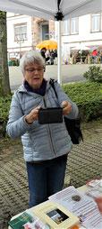 Unsere Autorin Brigitte Gutmann beim Erinnerungsfoto.