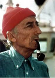 officier commandant Cousteau fume la pipe mais pas une Louis Vuitton