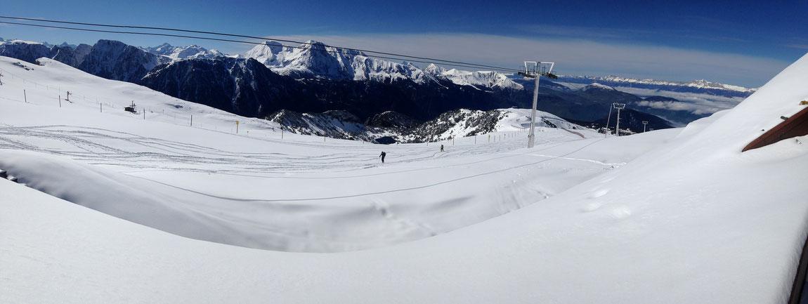Vue sur les Crêtes et le Taillefer depuis la Croix de Chamrousse (2253 m)