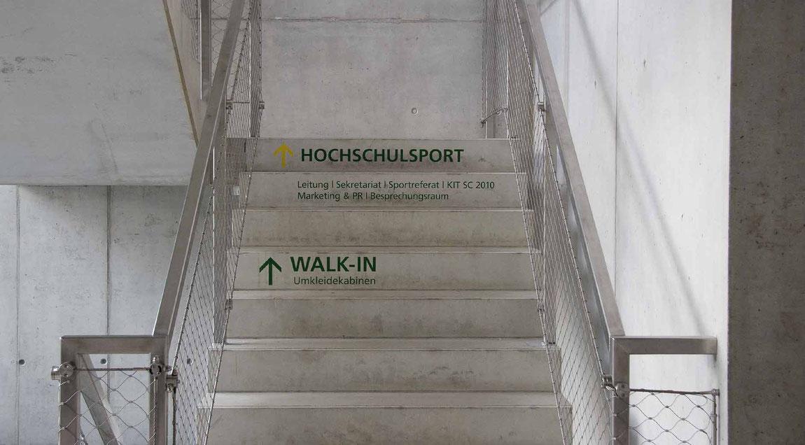 Wegleitsystem für das KIT Abteilung Hochschulsport, Treppenstufen