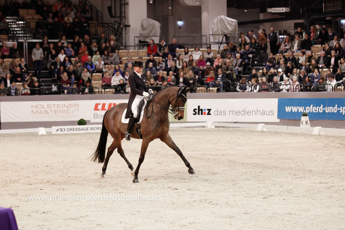 VR Classics 2019 Neumünster, Siegerin Grand Prix Special Dorothee Schneider und ihr Pferd Pathetique